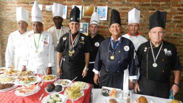 Frank Rodriguez con un grupo de chef de cocina de Camagüey      Texto y fotos Lázaro David Najarro Pujol  El chef de cocina Frank Rodríguez […]