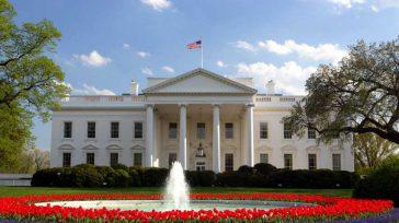 La Casa Blanca es vigilada por un sinnúmero de cámaras ocultas y por decenas de francotiradores ubicados en el sexto piso o en los edificios vecinos. La vivienda, que cuenta […]