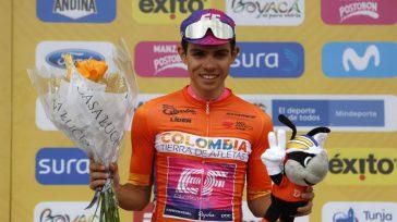 Campeón Sergio Andrés Higuitafue segundo en la última etapa del Tour Colombia, que ganó su compañeroDaniel Martínez en la llegada al Alto El Verjón, en las afueras de Bogotá, yse […]