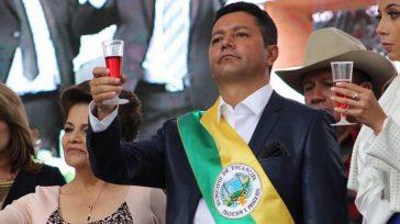 Walfrando Forero fue alcalde de Tocancipá, uno de los municipios de mayor desarrollo industrial de los últimos años. Él, su esposa y sus dos hijos aparecieron con millonarios recursos no […]