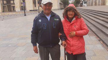 En plena Plaza de Bolívar hoy esta pareja de adultos mayores salieron a pedir limosna porque no tienen que comer. Êl de 89 y ella de 72 años . No […]