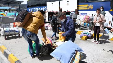 Venezolanos que vienen de otras regiones colombianas llegan a Bogotá rumbo a Venezuela, pero las autoridades no les aprueban la respectiva autorización.    Ciudadanos venezolanos denunciaron que las […]