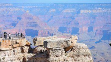 El espectador se sentirá casi como un auténtico mochilero mientras descubre las esquinas más recónditas de El Gran Cañón de Colorado.   Rutas en destinos remotos, recorridos por lugares […]
