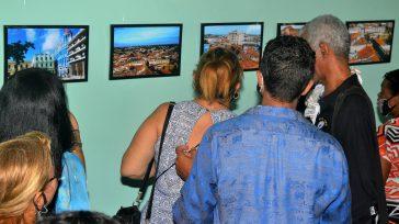 Color rojo del vasto paisaje urbano camagüeyano, en colección fotográfica El Artista y la Ciudad.    Lázaro D. Najarro Pujol Fotos Guille Rivera  El color rojo del […]