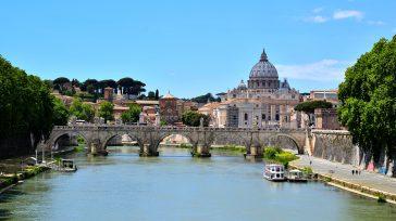 San Pedro en la Ciudad del Vaticano, se encuentra al interior de Romaes una es la capital italiana. Es el municipio más poblado de Italia y la tercera ciudad más […]