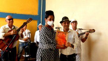 Reconocimiento Oficina del Historiardo de la ciudad de Camagüey    Texto y fotos Lázaro David Najarro Pujol El Conjunto Campesino Los Camagüeyanos recibieron el homenaje de distintas instituciones […]