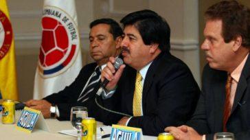 Los responsables de la crisis del fútbol en Colombia. En la gráfica el vitalicio dirigente del fútbol aficionado Alvaro González, el ex presidente de la Federación Luis Bedoya (Con proceso […]