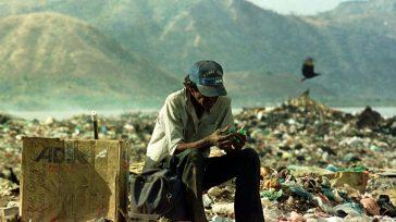 En los basureros la gente recicla, cuando se les puede ayudar reciclando en casa.    ¿Sabías que en Bogotá, cada día, enviamos unas 7.000 toneladas de residuos a […]