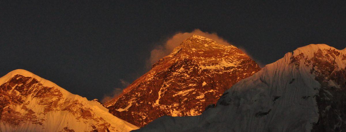 Elmonte Everestes la MONTAÑAmás alta de la superficie del planeta Tierra, con una altitud de 8848 metros (29029 pies) sobre el nivel del mar. Está localizada en la cordillera del […]