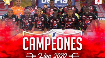 América de Cali aguantó este domingo la arremetida del Independiente Santa Fe y se coronó bicampeón de la liga colombiana pese a perder 2-0 el partido de vuelta de la […]