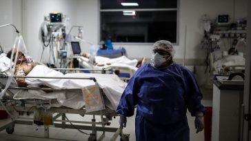 Bogotá declara alerta roja debido a alta ocupación en unidades de cuidados intensivos en hospitales. Hernán Bayona, presidente del Colegio Médico de Bogotá, preocupado por laalerta roja que vive la […]