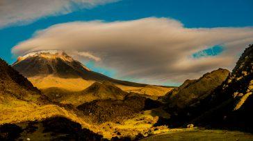 El Parque Nacional Natural Los Nevados se localiza en el Eje Cafetero colombiano, dentro del complejo volcánico norte conformado por el Nevado del Ruiz, Nevado de Santa Isabel y Nevado […]