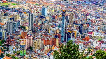 Bogotá pasó a alerta amarilla, luego de presentar cifras menores en contagio de Covid-19.    La alcaldesa de Bogotá, Claudia López, notificó que la capital de la República […]