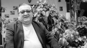 Néstor Cardona Gutiérrez (QEPD)  SilvioNaborAlomíaCalonge Néstor Cardona, un periodista pereirano que llegó a Bogotá para laborar en diversos medios de comunicación falleció. Néstor hombre de fino humor, poeta, publicista, […]