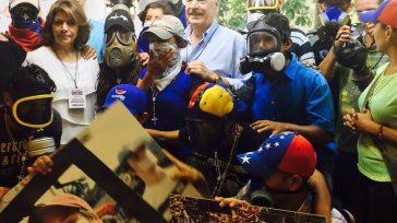 Confidencias: ALTA TENSIÓN DOBLE MORAL Paradójicamente, Andrés Pastrana apoya jóvenes de primera línea calificandolos de héroes en las manifestaciones de Venezuela. A los jóvenesde primera líneaen Colombia los califica de […]