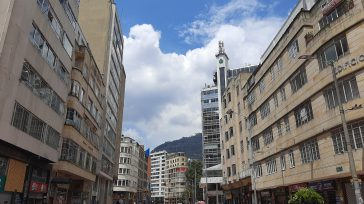 El Eje Ambiental de Bogotá o la Avenida Jiménez. Los indígenas caucanos al derribar la estatua de Gonzalo Jiménez de Quezada mediante un ritual la bautizaron como Avenida Misak. Foto […]