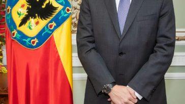 Aníbal Fernández de Soto Secretario de Seguridad de Bogotá  Orbedatos Ante la alcaldesa mayor, Claudia López Hernández, tomó posesión el nuevo secretario de Seguridad, Aníbal Fernández de Soto. El […]
