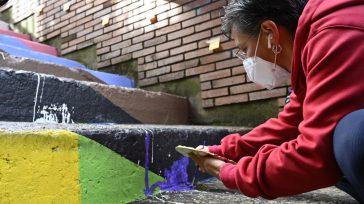 La propia alcaldesa, Claudia López, inició la reconstrucción de la pintura destruida por un grupo radical de ultraderecha, con patrocinio de políticos agredió la obra de la comunidad LGBTI.  […]