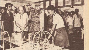 En extremo derecho en mi cobertura periodística en la visita de Fidel y Pérez de Cuéllar a la escuela «Hendrich Wilbooi», de estudiantes de Namibia.    Lázaro David […]