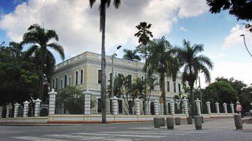 El Palacio de Justicia de Tuluá antes de ser incinerado    Luis Alfonso Mena S. El abogado Juan Carlos Herrera García es contundente al caracterizar lo que está […]