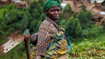 Desplazados en la República Democrática del Congo no tienen muchas veces acceso a la tierra que necesitan para cultivar sus alimentos.UNICEF/Patric Guillermo Romero Salamanca Casi cuatro millones de muertes, entre […]