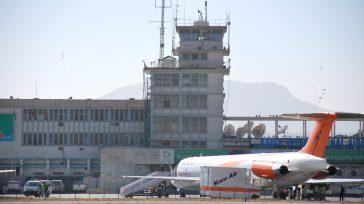 Dos atentados(un ataque suiciday una explosión)tuvieron lugar en el Aeropuerto Internacional Hamid Karzaide Kabul Afganistán, que provocó un saldo de 72 muertos aproximadamente y más de 200 heridos, según Al […]