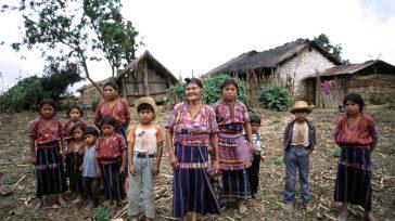 Familia indígena maya de Centroamérica   Gerney Ríos González El lenguaje practicado en las nuevas tierras descubiertas por serendipia por los europeos antes de 1492 y años siguientes, tenía […]