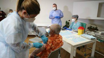 Tercera dosis para mayores de 65 años en Estados. 70 años para Colombia.  Estados Unidos autorizó eluso de terceras dosis de la vacuna contra la Covid-19 de Pfizerpara los […]
