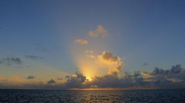 Un atardecer en la región de San Andrés que se encuentra en peligro de seguir perdiendo mar por el torpe manejo de las relaciones exteriores del gobierno nacional.  Orbedatos […]