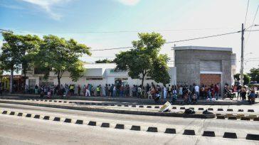 A la intemperie miles de colombianos deben hacer todos los días las interminables filas en busca de atención médica y medicamentos.  Claudio Ochoa Este es un caso más del […]