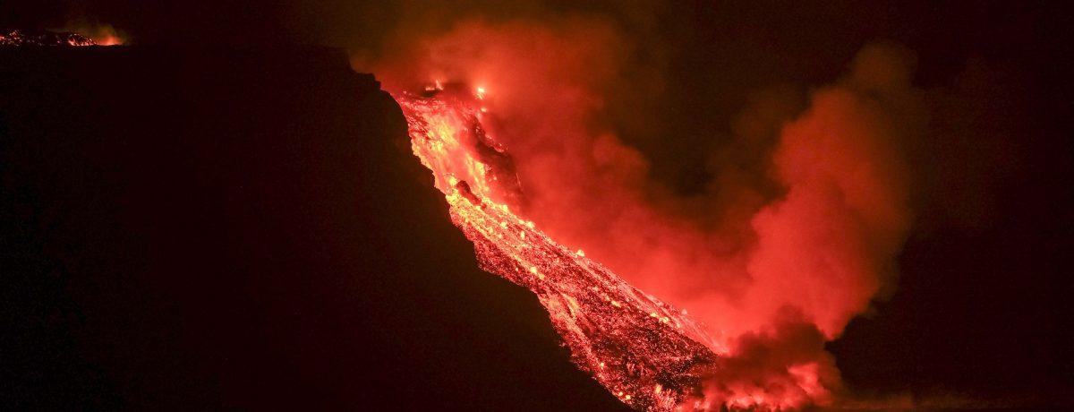 La lava del Volcán La Palmaha cubierto 891,9 hectáreas, afectado o destruyendo hasta el momento 2.270 edificaciones e infraestructuras.   EFE Elaumento volcánico coincide con una mayor sismicidad detectada […]