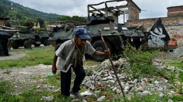 La población civil se encuentra en medio del fuego cruzado entre el Ejército, la guerrilla y los cárteles mexicanos.El saldo de la confrontación arroja la muerte de diez guerrilleros. El […]